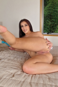 Mischa Brooks,huge vulva pics