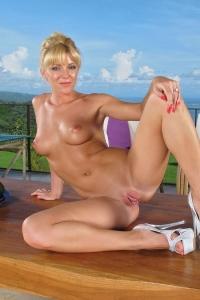 Niki Lee Young,huge clitoris pics