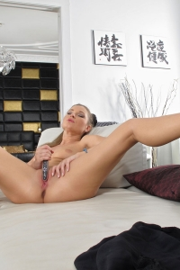 Angel Snow,big hairy labia
