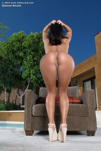 Gianna Nicole,valerie rios in the crack