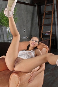 Sara Luvv,super big clit