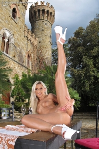 Lola,large clit gallery