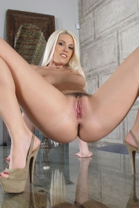 Blanche Bradburry,huge clit picture