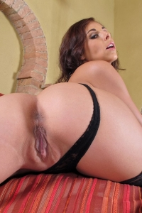 Antonia Sainz,huge clit close up