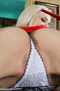 Elsa Jean,large vagina photos