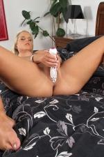 Miela,in the crack com