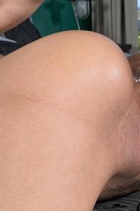 Demi,clit closeup