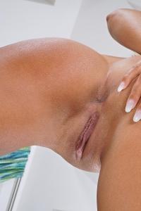 Naomi Bennet,hairy vulva pics
