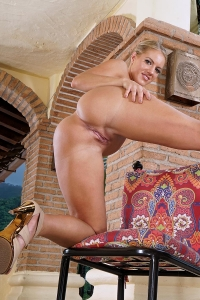 Candice Dare,woman with huge clit