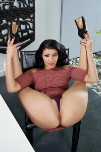 Esmi Lee,older vagina pics