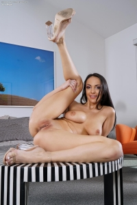 Sofi Ryan,closeup pussy