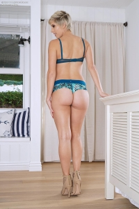 Makenna Blue,long labia pictures