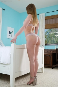 Daisy Stone,large clit gallery